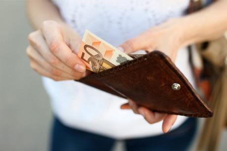 Pour le moment, rien n'indique que le virus se soit propagé par des billets de banque. (Photo: Shutterstock)