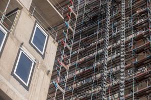 Le secteur de la construction, arrêté pendant de nombreuses semaines, a laissé des plumes dans le confinement. (Photo: Matic Zorman/Archives Maison Moderne)