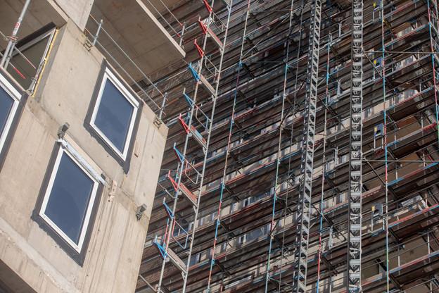 Le secteur de la construction, arrêté pendant de nombreuses semaines, a laissé des plumes suite au confinement. (Photo: Matic Zorman/archives Maison Moderne)