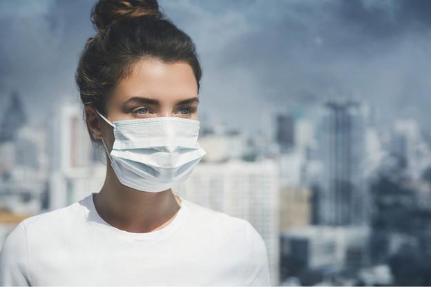 Mieux vaut éviter les efforts intenses en cas de pic d'ozone. (Photo: Shutterstock)