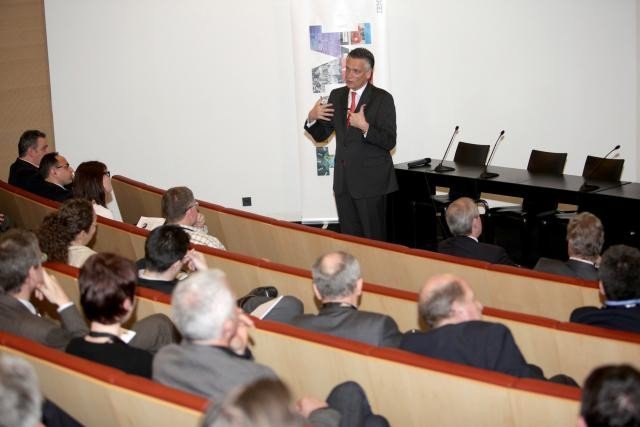 paperjam-business-club----conference-de-harry-van-dorenmalen-from-vision-to-action---mardi-29-mars-2011.jpg