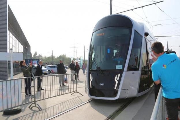 premiers-embarquements-pour-le-tram.jpg