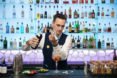Gourmandise et fraîcheur: une combinaison parfaite pour un cocktail d'été aussi chic que pétillant. Voilà la promesse du«British Pimm's Cup» de NathanBoutet au Piano Bar (hôtel Le Royal). (Photo: Romain Gamba/Maison Moderne)