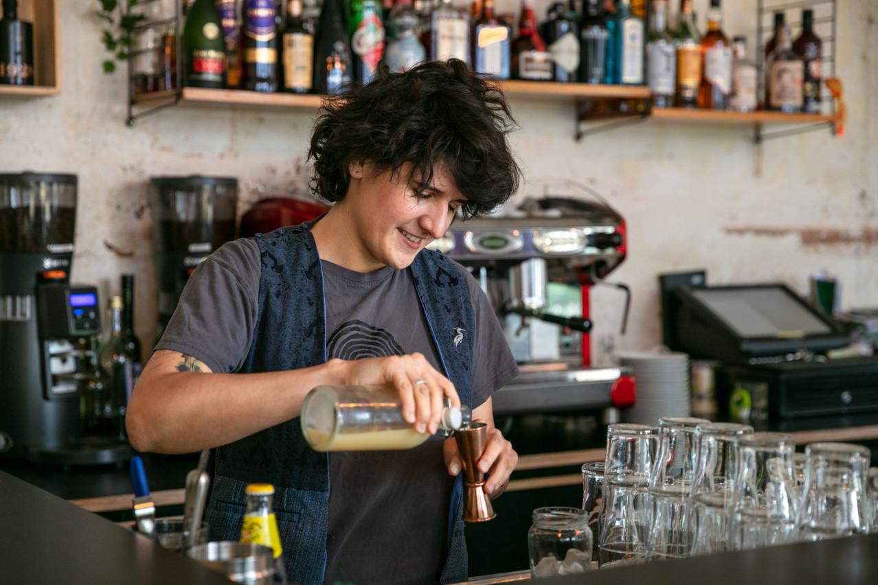 En reprenant le café familial, Sonia l'a rapidement inscrit sur la carte des adresses incontournables de la Minett. (Photo: Romain Gamba/Maison Moderne)