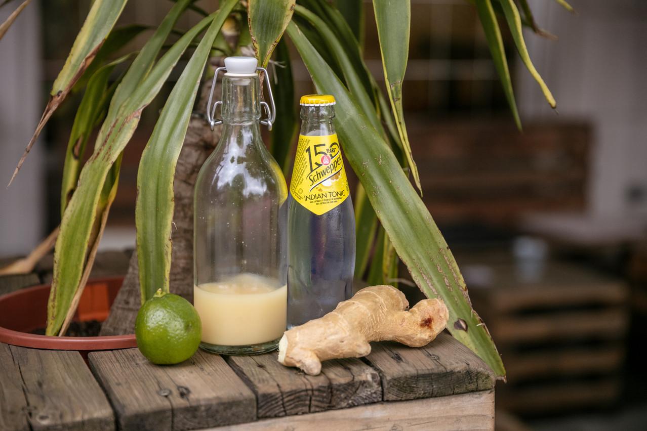La clé pour réussir le cocktail détonant de Sonia: un gin bien infusé au gingembre frais! (Photo: Romain Gamba/Maison Moderne)
