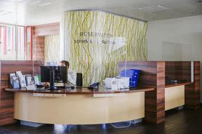 Les bureaux sont équipés de plexiglas. ((Photo: Romain Gamba / Maison Moderne))