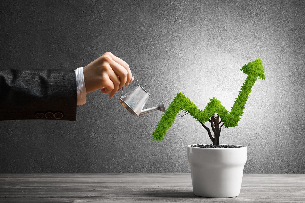 Si le métier doit investir pour mieux servir le client, il doit aussi faire face à une augmentation des coûts liés aux enjeux réglementaires. (Illustration: Shutterstock)
