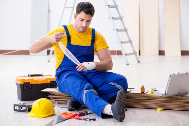 Un accident du travail sur quatre concerne les mains. Et le BTP reste le principal secteur d'activité touché. (Photo: Shutterstock)