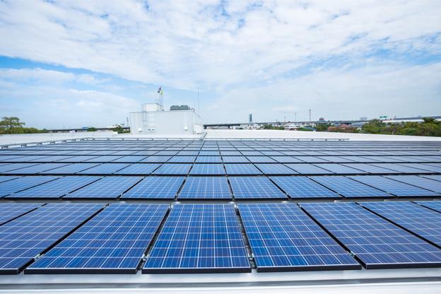 Les professionnels bénéficieront désormais de programmes d'aide pour les installations entre 30kW et 200kW. (Photo: Shutterstock)