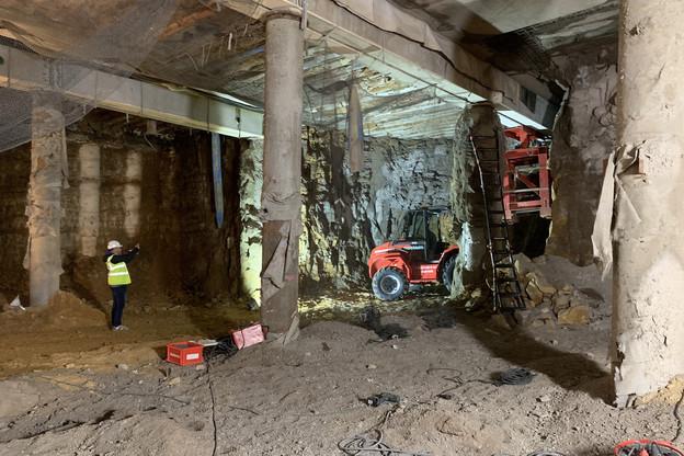 Il va maintenant falloir creuser trois étages depuis le niveau actuel, déjà situé une dizaine de mètres sous la place. (Photo: Paperjam)