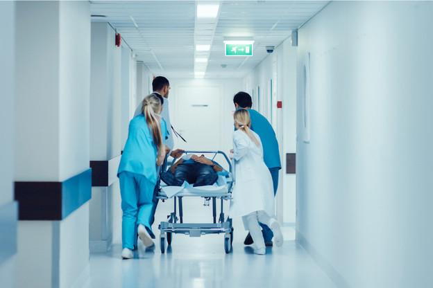 Pour gérer à la fois les patients Covid et hors Covid en cas de deuxième vague, «plusieurs dizaines de personnes» devraient être recrutées en tant que personnel médico-soignant «pour être prêtes dans les jours et les semaines qui viennent» au sein des hôpitaux, selon le président de la FHL, PaulJunck. (Photo: Shutterstock)