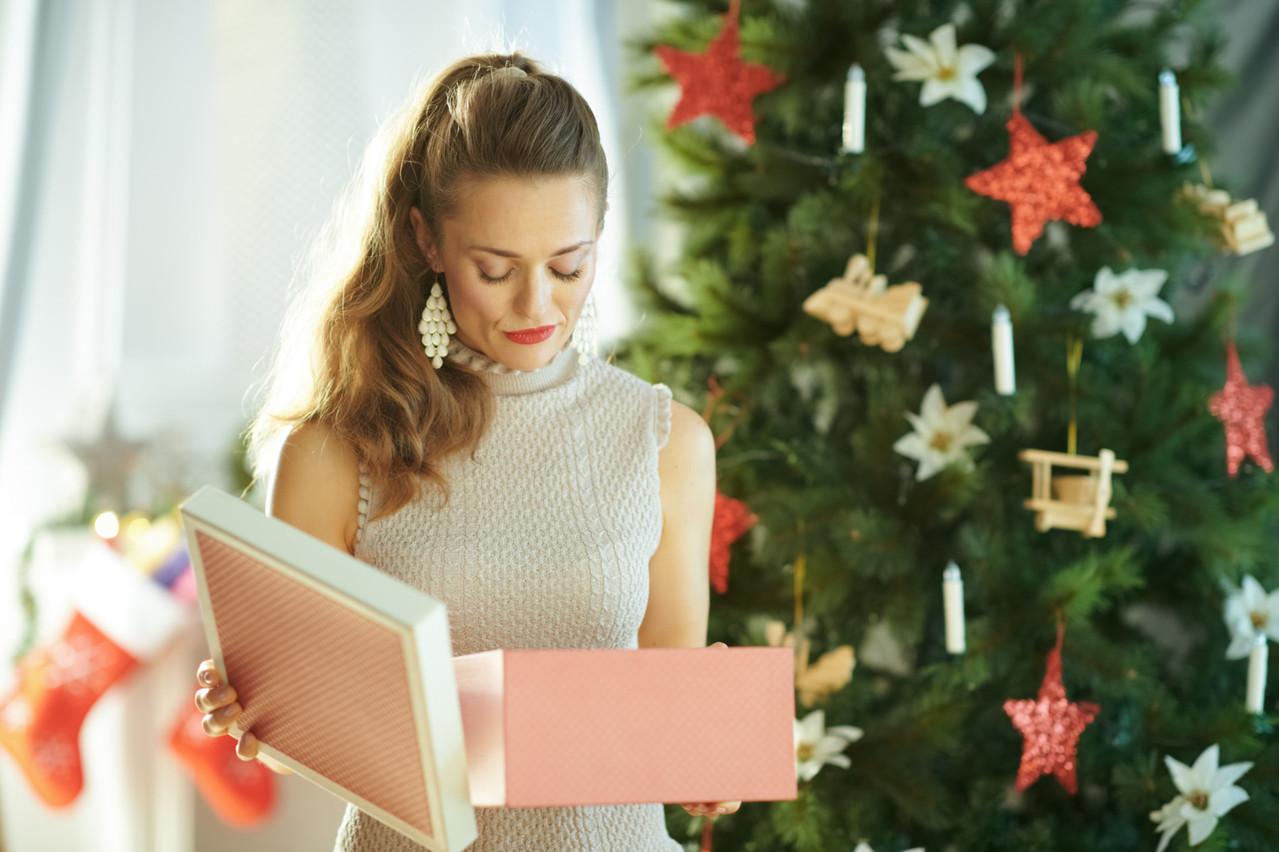 Revendre ses cadeaux de Noël sur internet ne sera pas l'unique solution en cas de déception. Fermés depuis le 26 décembre, les commerces jugés non essentiels devraient laisser un délai supplémentaire aux clients qui souhaitent les échanger. (Photo: Shutterstock)