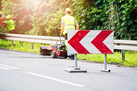 L'Administration des ponts et chaussées procédera à plusieurs chantiers, dont deux chantiers combinés relatifs au renouvellement de la couche de roulement et à la pose d'un portique de signalisation. (Illustration: Shutterstock)