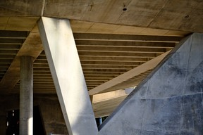Le béton de la structure est laissé brut. ((Photo: Étienne Duval))