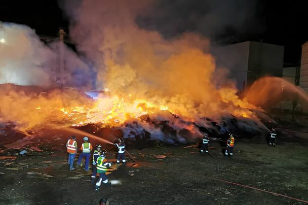 L'incendie de Kronospan a eu de graves répercussions sur l'environnement. (Photo: CGDIS)