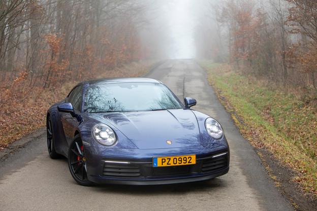 Notre 9114S ne dément pas ce look inimitable et fait forte impression dans sa robe bleu gentiane métallisée. (Photo: Jan Hanrion / Maison Moderne)