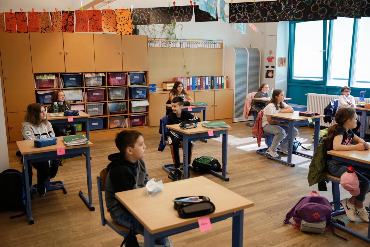 Désormais, on porte le masque dès 6 ans dans les écoles. (Photo: Romain Gamba/ Maison Moderne)