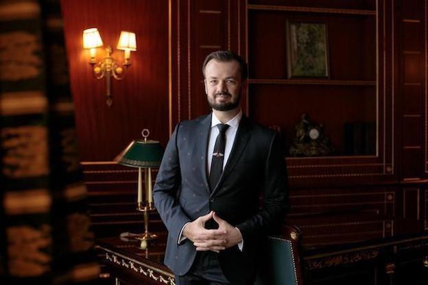 Martin Pcola est directeur financier d'East-West United Bank depuis 2013. (Photo: Matic Zorman/Maison Moderne)