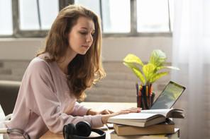 Pour de nombreux élèves du secondaire ce lundi marque le retour de l'enseignement en alternance entre présentiel et distanciel. (Photo: Shutterstock)