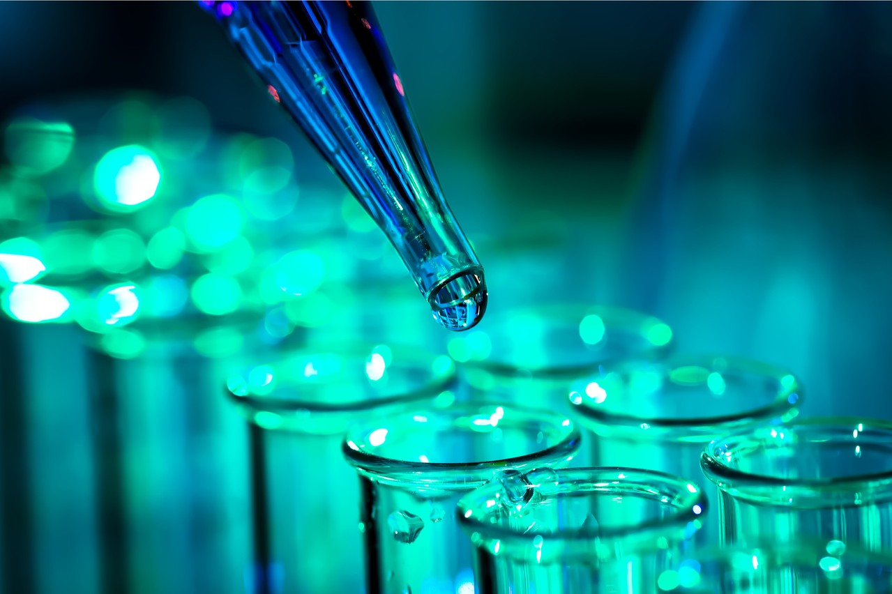 Les tests issus des travaux du biochimiste américain Kary Bank Mullis, qui a reçu leprix Nobelde chimie en 1993 pour cela, la RT-PCR se décompose en deux étapes et nécessite des réactifs qui manquent. (Photo: Shutterstock)
