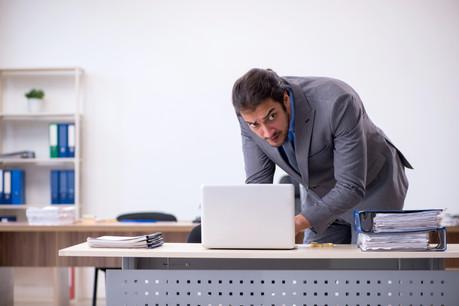 L'employé reste le maillon faible d'une entreprise en termes de cybersécurité. Notamment par l'infiltration, ou quand un agent externe tente de séduire un employé pour s'accaparer des secrets industriels ou commerciaux. (Photo: Shutterstock)