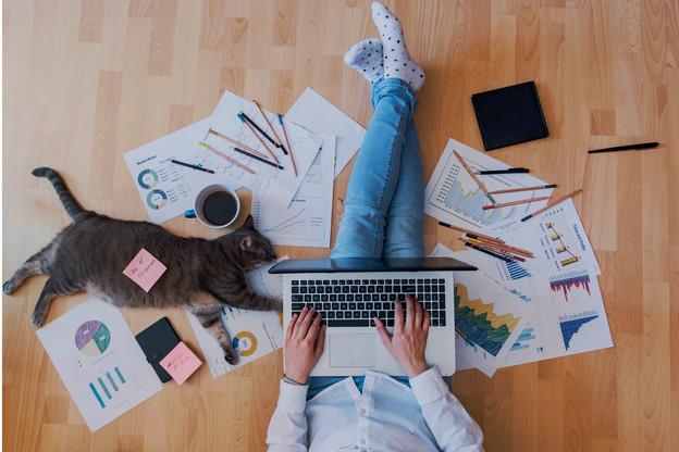 L'isolement des salariés chez eux s'est accompagné d'une hausse de leurs publications sur les réseaux sociaux. Et pas toujours dans le respect des règles de cybersécurité. (Photo: Shutterstock)