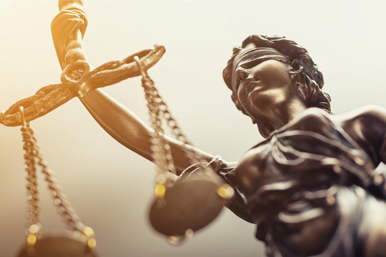 L'analyse des décisions de justice peut aider les avocats dans les procès futurs. À préparer leur défense ou à entrevoir leurs chances de succès. Y compris dans le domaine de l'assurance, comme l'illustre l'accord de Predictice avec Foyer. (Photo: Shutterstock)