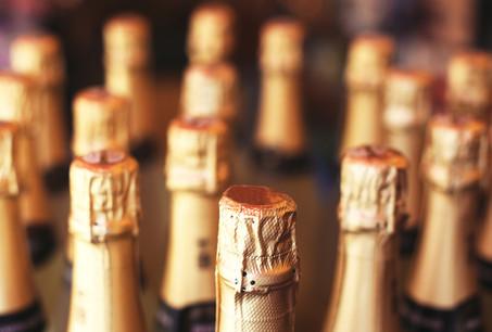Comme une centaine de produits européens, le Champagne sera désormais protégé d'éventuelles contrefaçons en provenance de Chine. (Photo: Shutterstock)