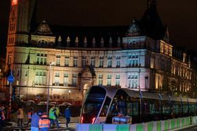 Le tram a fait son entrée sur l'avenue de la Liberté avant d'y être immobilisé. ((Photo: Matic Zorman / Maison Moderne))