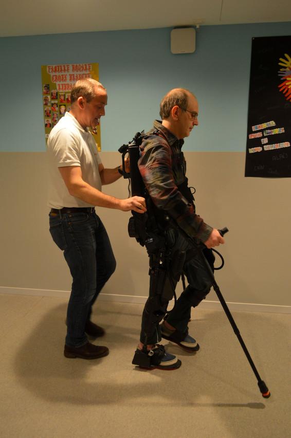 L'ordinateur connecté calcule le patron de marche et le balancement nécessaire 500fois par seconde. (Photo: Vivalia)