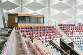 La cabane en bois du speaker du stade national, qui aurait été oubliée lors de la conception initiale de l'enceinte, avait provoqué une polémique en septembre dernier. ((Photo: Caroline Martin))