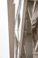L'enveloppe du stade consiste en des éléments de façade métalliques en forme de losange mis en scène par une illumination aux scénarios variés. ((Photo: Caroline Martin))