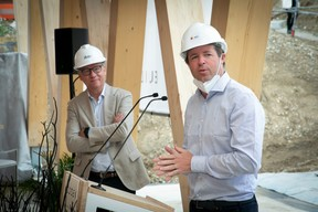 Arnaud Regout (Managing Director BPI Real Estate) au micro, et Eric Lux (Managing Director IKO Real Estate)  ((Photo: Blitz Agency))
