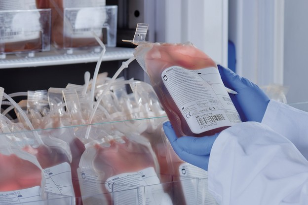 Après avoir obtenu la certification américaine pour ses réfrigérateurs à sang, B MedicalSystems a répondu au même niveau d'exigence de la dernière réglementation en Europe. Une première pour une entreprise européenne. (Photo: B Medical Systems)