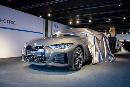 La présentation officielle des deux nouvelles voitures avait été réglée comme du papier à musique. (Photo: BMW/Diana Sellier)