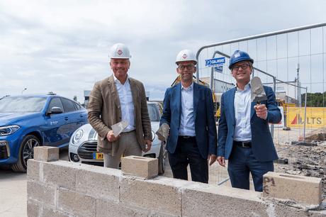 De gauche à droite, PhilippeEmond, DanielOriger (groupe Schuler) et PhilippeProvost (WillemenConstruction). (Photo: BMW)