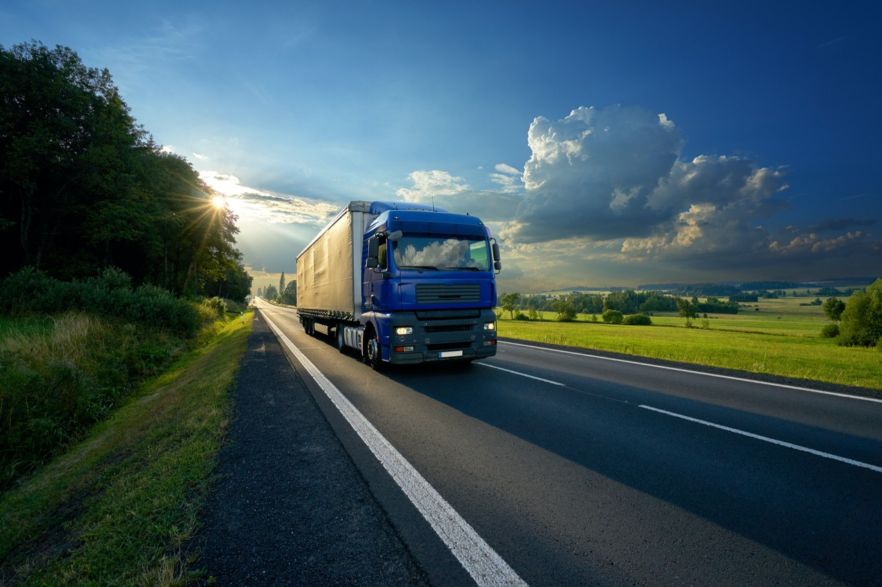 Après avoir dû s'acquitter de près de trois milliards d'euros d'amende, cinq des plus gros acteurs du secteur des camions vont devoir indemniser les victimes de leur cartel, qui a duré 14ans. (Photo: Shutterstock)