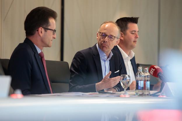 Luc Frieden, ici aux côtés du directeur général Carlo Thelen et du ministre des PME Lex Delles, veut que la Chambre de commerce soit régulièrement visible dans les médias et sur les réseaux sociaux. (Photo: Matic Zorman)