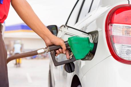 Faire le plein de votre réservoir d'essence vous coûtera plus cher aujourd'hui. (Photo: Shutterstock)
