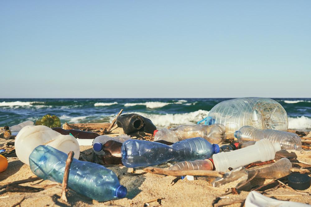 Les produits en matière plastique restent un fléau au niveau mondial. (Photo: Shutterstock)