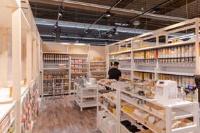 L'espace de 70m² se trouve entre le rayon fruits et légumes bio et celui dédié aux produits sains. ((Photo: Romain Gamba/Maison Moderne))