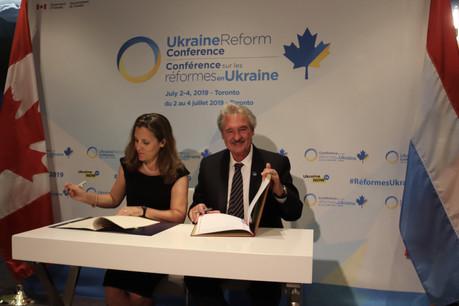 Jean Asselborn, ministre des Affaires étrangères, a signé avec le Canada un protocole pour la délivrance de visas «vacances-travail». (Photo: MAEE)