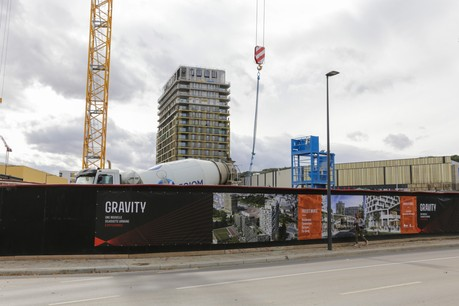 Quatre appartements de type duplex et triplex situés aux 16 e , 17 e  et 18 e  étages vont être mis aux enchères à partir de samedi. (Photo: Romain Gamba / Maison Moderne)