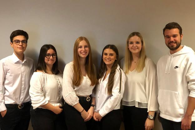 Aida Bjelic, Mika Ney, Lia De Roy, Isabelle Resch, Felix Reuter et Laura Biagi ont imaginé un embout pour éviter l'usure des chargeurs de téléphone. (Photo: ProtectIt)