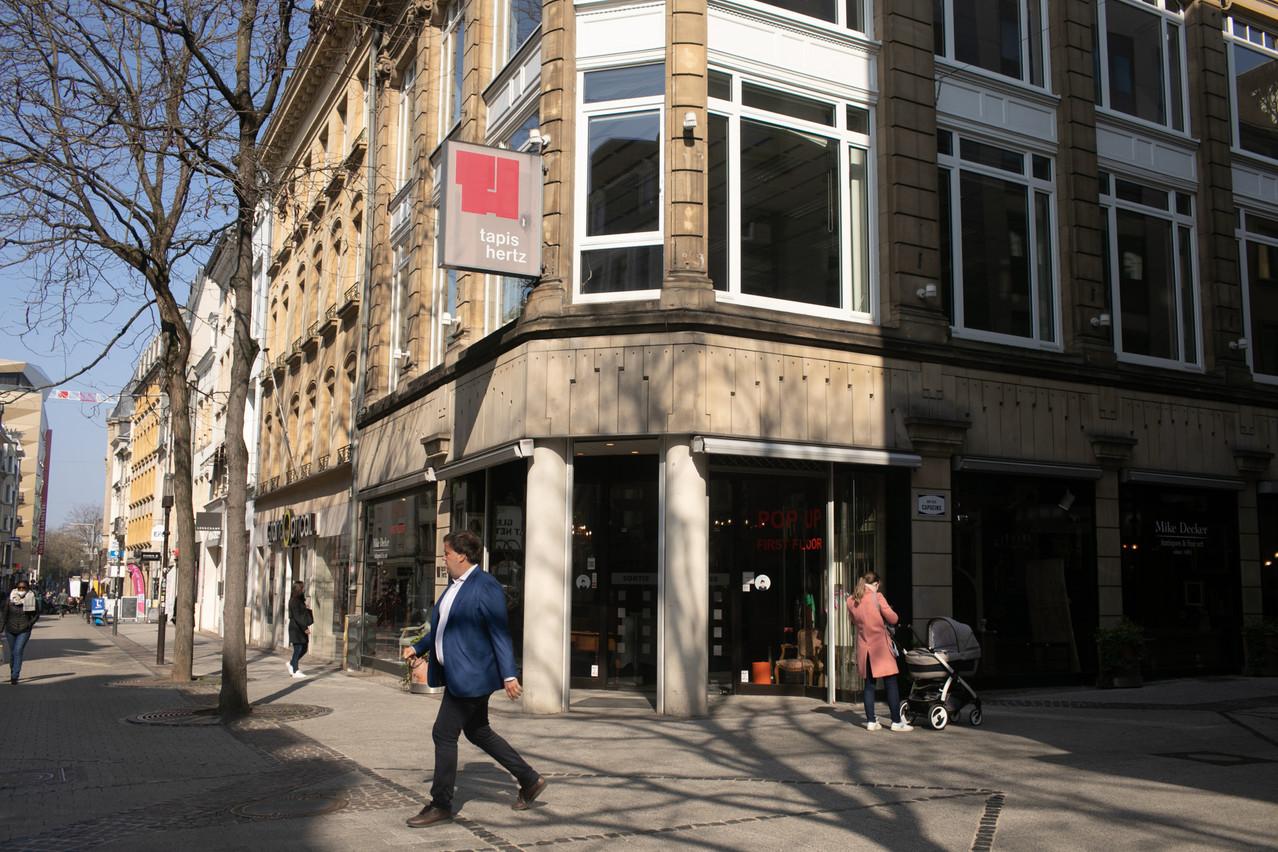 Situé au croisement de la rue des Capucins et de la Grand-Rue, l'ancien magasin Tapis Hertz a été transformé en brasserie branchée, un phénomène loin d'être isolé dans la capitale. (Photo: Matic Zorman/Maison Moderne)