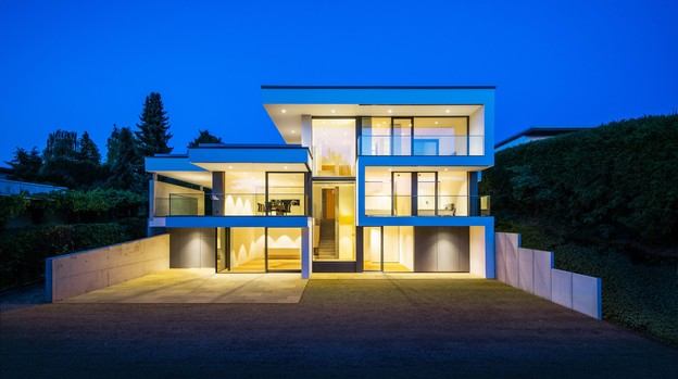 Côté jardin, la maison est généreusement ouverte avec une écriture de façade forte. (Photo: Johannes-MariaSchlorke)