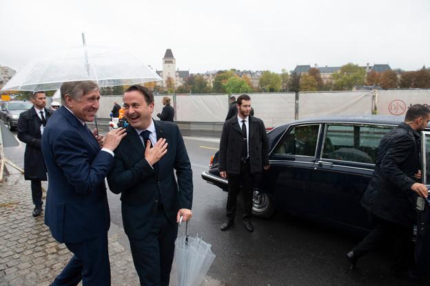 Les soucis au démarrage de la limousine grand-ducale ont déridé le Premier ministre et le vice-Premier ministre. (Photo: Anthony Dehez)