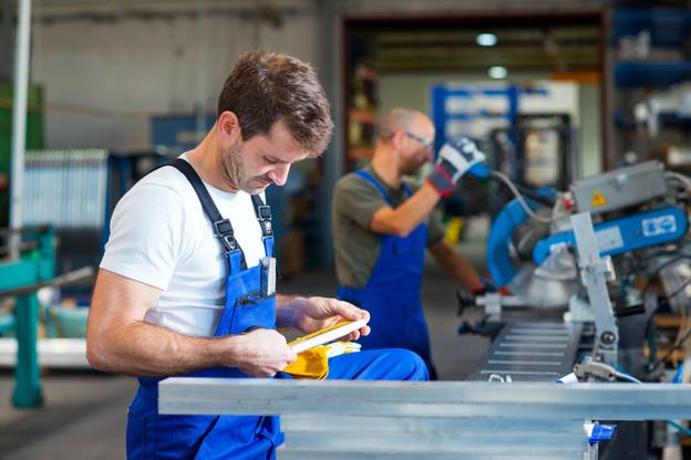 Deux tiers des emplois de l'industrie manufacturière sont occupés par des frontaliers, qui restent majoritaires dans une série de secteurs-clés pour l'économie luxembourgeoise. (Photo: Shutterstock)