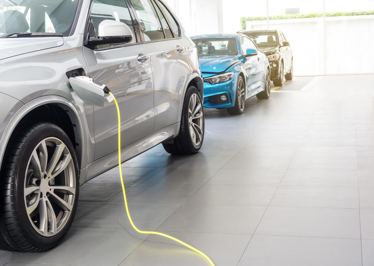 Les voitures hybrides peuvent être moins énergivores si le moteur électrique est bien utilisé. (Photo: Shutterstock)