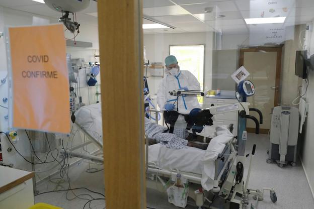 Près de 90% des décès dus au Covid-19 au Luxembourg depuis le début de l'épidémie concernent des personnes âgées de plus de 69ans. Mais 62% des personnes hospitalisées en soins intensifs ont moins de 70ans. (Photo: Shutterstock)